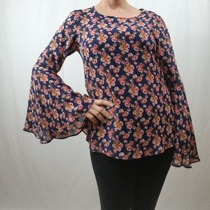 NWT FLORAL PRINT BOHO BELL SLEEVE TOP